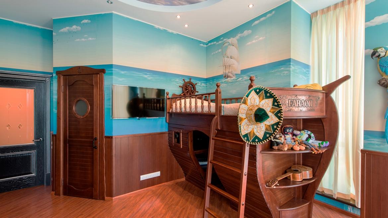 Дизайн интерьера детской комнаты-корабль в загородном доме